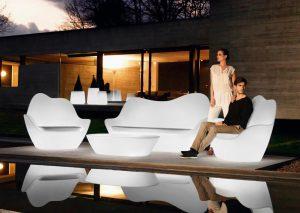 conjuntos de mesas y sillas con luz