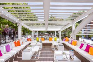 conjuntos de mesas y terrazas piscina